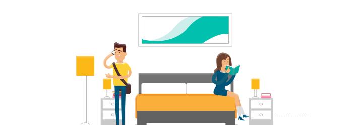 Junger Mann und Junge Frau sind zusammen in einer Wohnung